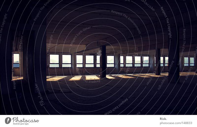 .Licht und Schatten Vol.2 Lichteinfall planen Kernschatten Mauer Backstein Gebäude Friedhof Kunstwerk Mörtel Beruf Demontage Leerstand verfallen alt Erfinden