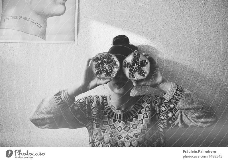 a picture of good health. Mensch Jugendliche Junge Frau Gesunde Ernährung Freude 18-30 Jahre Erwachsene Auge Wand Essen lustig feminin Gesundheit Mauer Lebensmittel Frucht