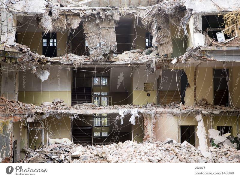 Abriss alt Haus Wand Fenster Mauer Stein Raum Treppe kaputt Baustelle Dach Vergänglichkeit verfallen Etage schäbig Treppenhaus