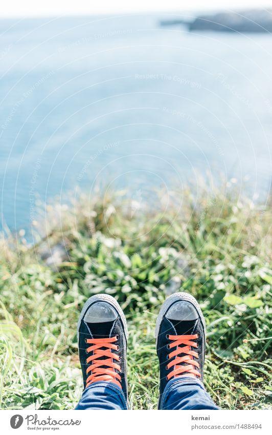 Zwischenstop Mensch Ferien & Urlaub & Reisen Sommer Wasser Meer Erholung ruhig Ferne Erwachsene Umwelt Leben Gras Stil Freiheit Fuß Felsen