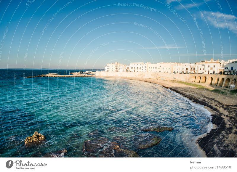 Abends in Italien (II) Ferien & Urlaub & Reisen blau Sommer Sonne Meer ruhig Haus Strand Wärme Freiheit Stimmung Tourismus frisch Wellen Ausflug
