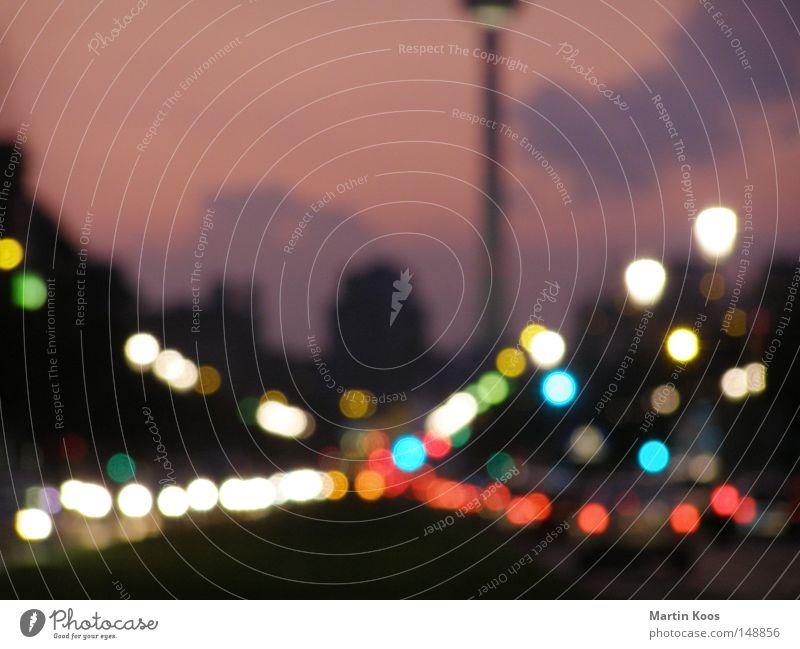 die stadt die lichter ii Stadt Straße Farbe Lampe Berlin PKW Verkehr KFZ Licht Punkt Verkehrswege Ampel Abenddämmerung Berlin-Mitte Berliner Fernsehturm Fernsehturm