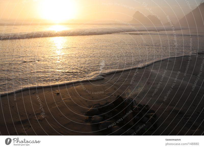 Schwup...und aus.. Wasser Sonne Meer Strand ruhig Einsamkeit Ferne Freiheit Wellen Küste Brand USA Romantik Sonnenuntergang Westen Feuerstelle