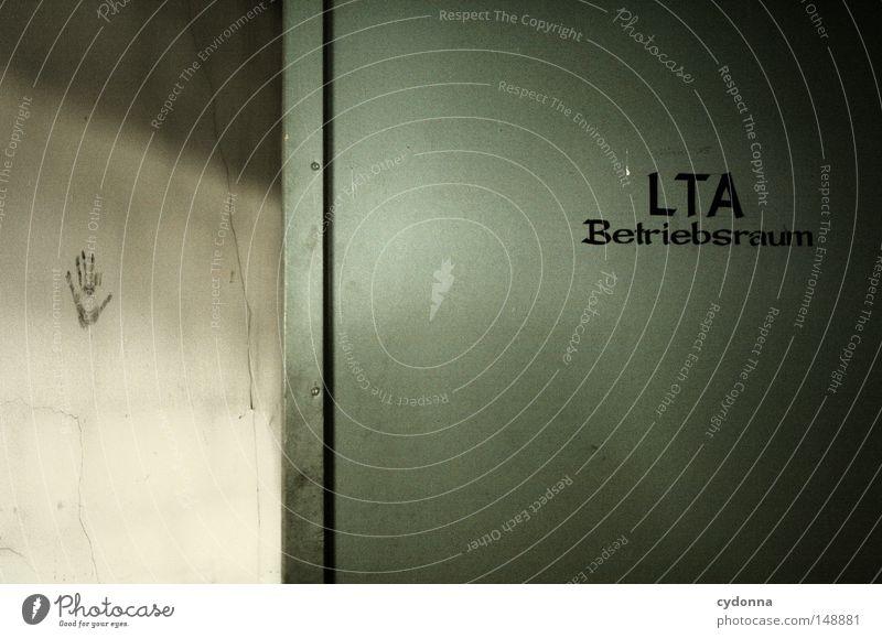Ich war da alt Einsamkeit Wand Gebäude Tür Hintergrundbild Schilder & Markierungen Aktion Hinweisschild Kommunizieren Symbole & Metaphern Spuren geheimnisvoll