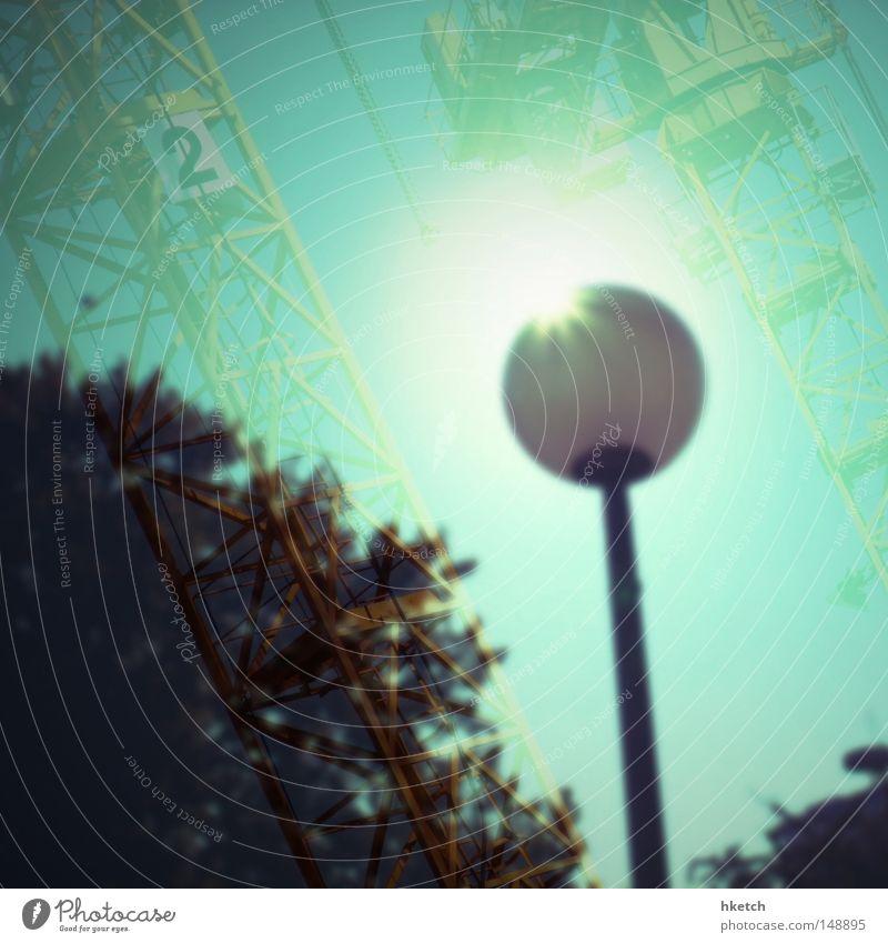 hidden in plain sight Himmel Baum Sonne Lampe Laterne Kran Doppelbelichtung Himmelskörper & Weltall