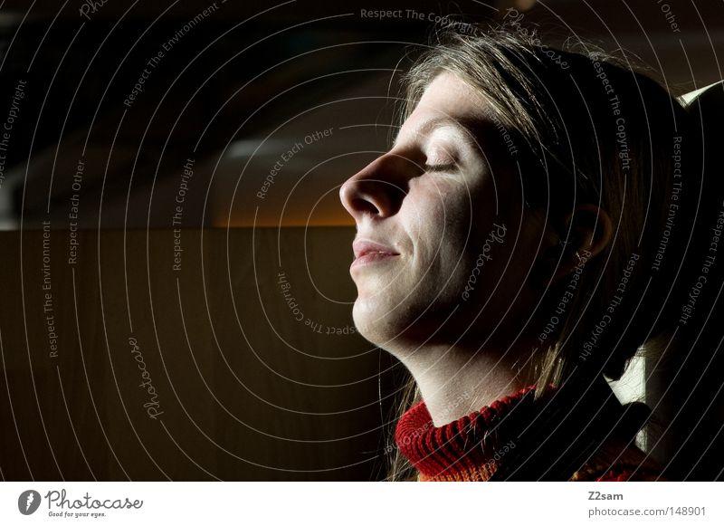 satisfaction Frau Mensch Natur rot Gesicht Erholung feminin Haare & Frisuren träumen Kopf Denken Wärme Zufriedenheit blond schlafen
