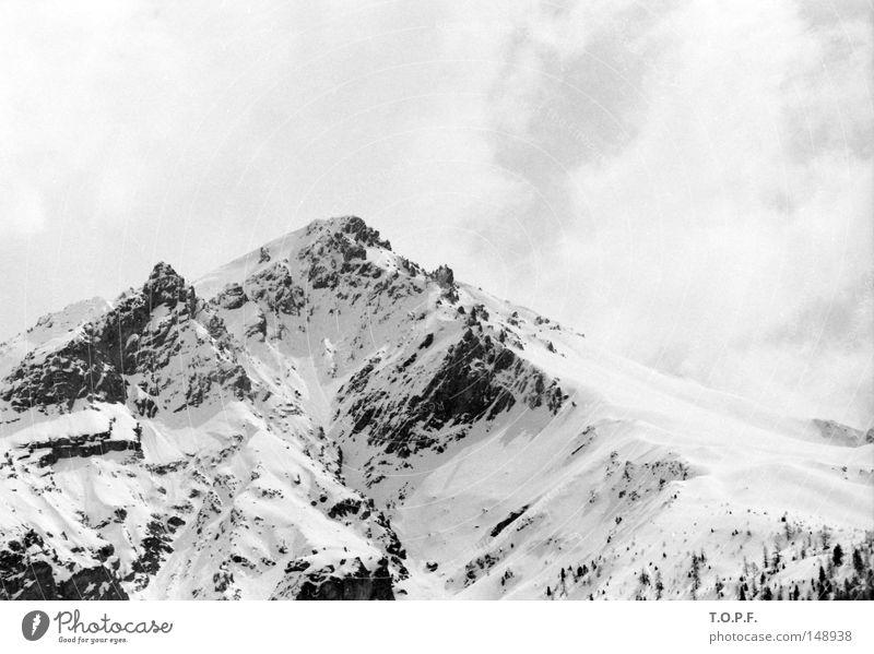 Graatzug Schwarzweißfoto Außenaufnahme Textfreiraum oben Tag Tourismus Ferne Freiheit Winter Schnee Berge u. Gebirge Umwelt Landschaft Felsen Alpen