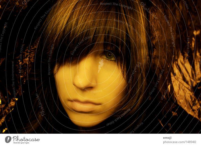 stur Frau Jugendliche Gesicht gelb feminin Haare & Frisuren Mund Haut gold süß Lippen weich zart sanft Friseur Decke