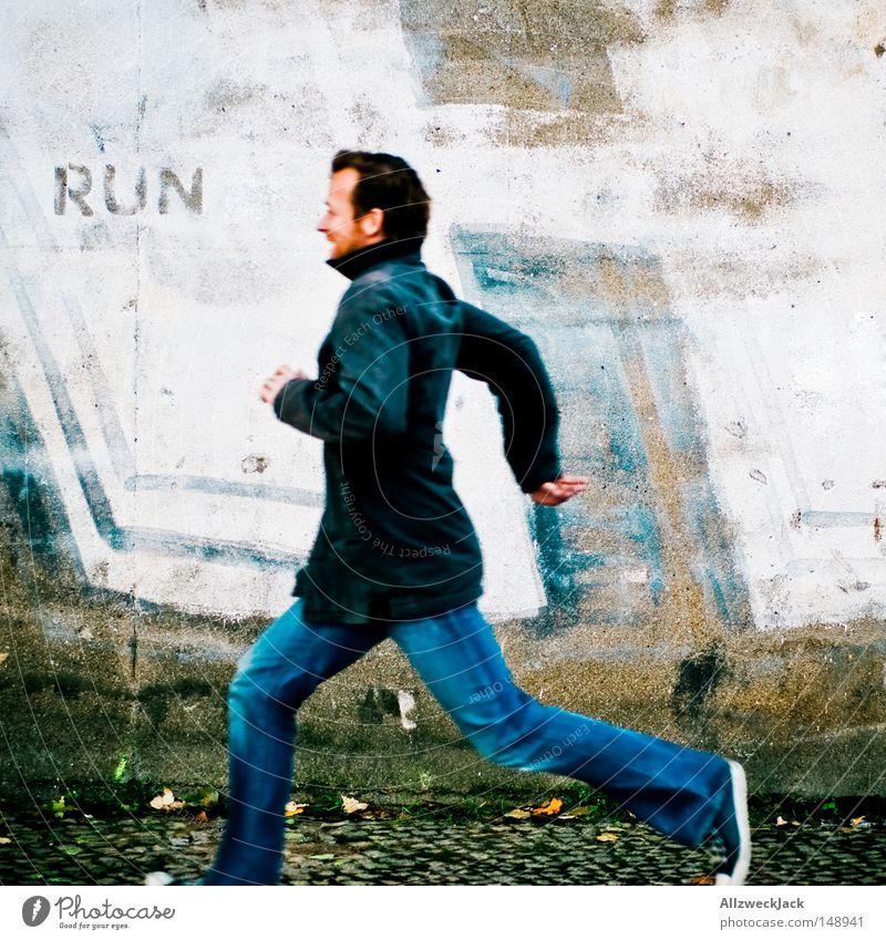 BLN08 | Kalle rennt Mann Wand Graffiti Spielen Mauer gehen Angst laufen Laufsport rennen Flucht Panik Läufer Sportler flüchten Sprinter