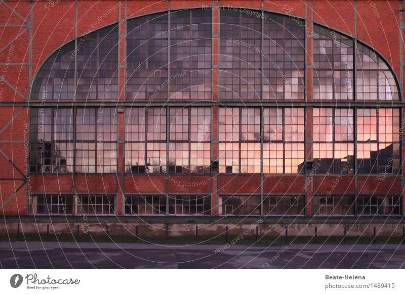 rund | entwickelt einen ganz eigenen Charme rot Haus Fenster Straße Architektur Wand Gebäude Mauer außergewöhnlich Business Stein Fassade leuchten Glas