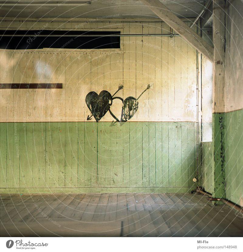 true love waits alt grün Holz Herz Industrie Fabrik