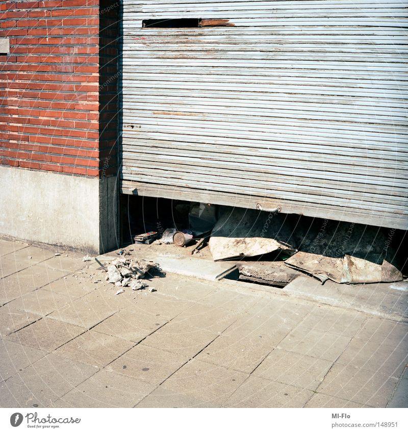 Liege rot Tor Backstein Bürgersteig Langeweile Garage Belgien Liège