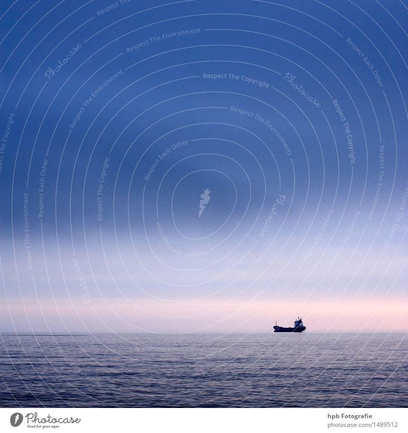 Schiff Himmel Ferien & Urlaub & Reisen blau schön Wasser Meer Erholung Landschaft Ferne natürlich Küste Freiheit Stimmung rosa Wasserfahrzeug Tourismus