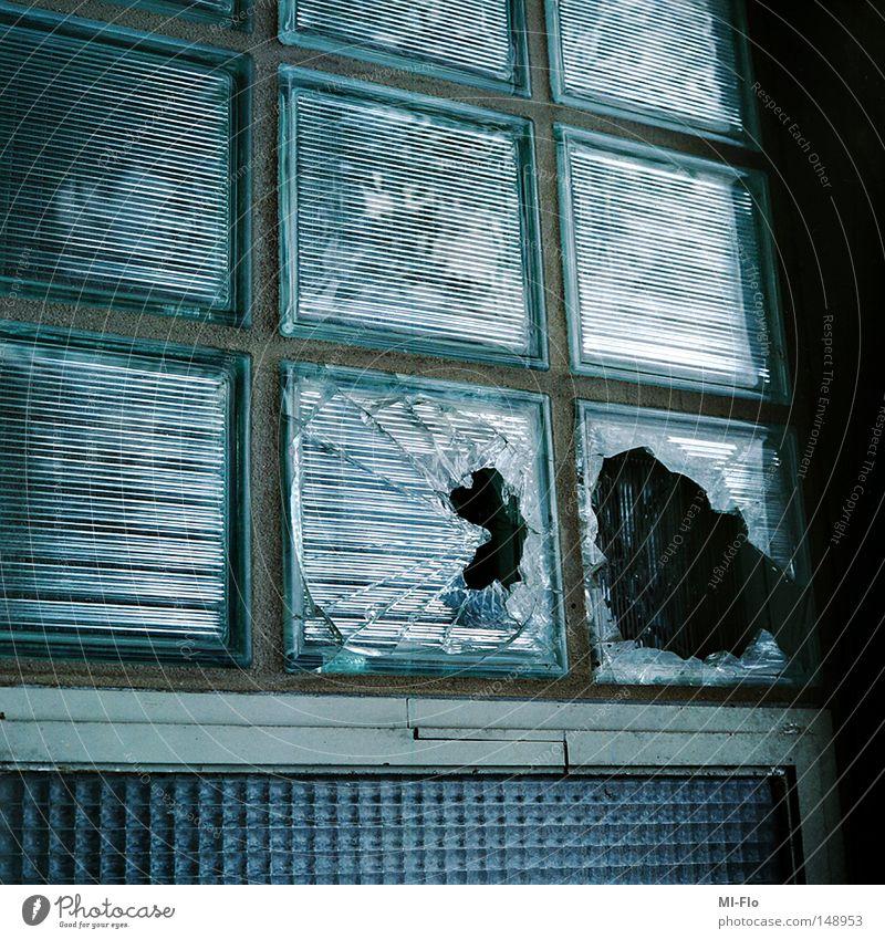 Liege blau hell Glas kaputt verfallen Belgien Scherbe Bauschutt Liège