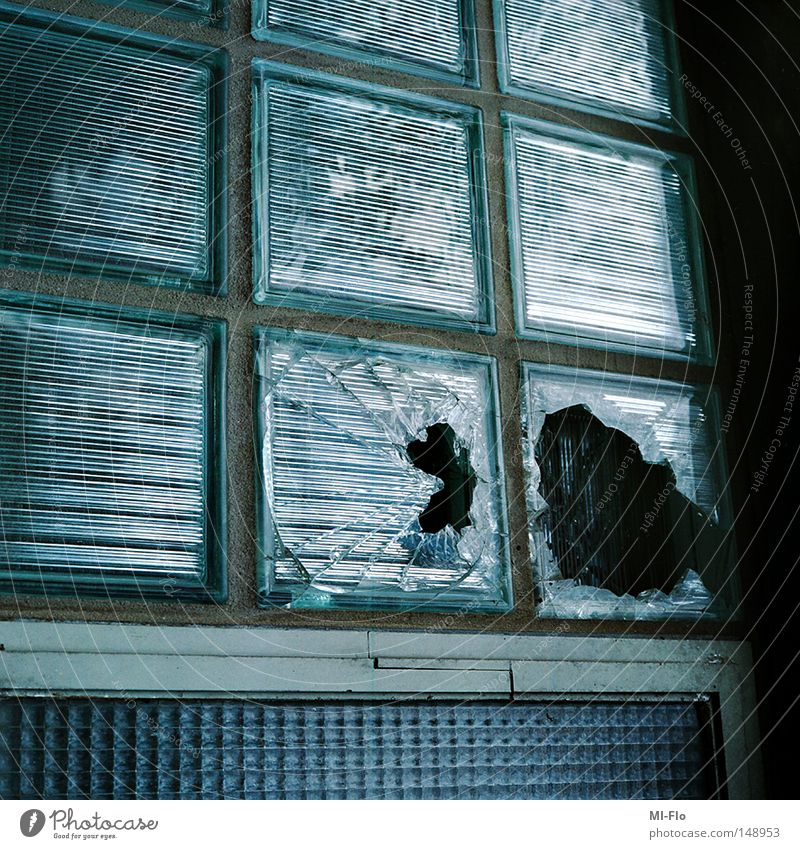 Liege blau hell Glas kaputt verfallen Liege Belgien Scherbe Bauschutt Liège