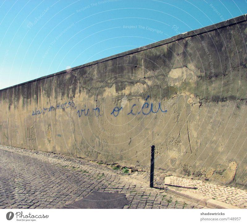 Viva O Ceu alt Himmel Leben Mauer Wege & Pfade Graffiti Perspektive Europa Schriftzeichen verfallen Verfall Typographie Portugal Weisheit Sprache Redewendung