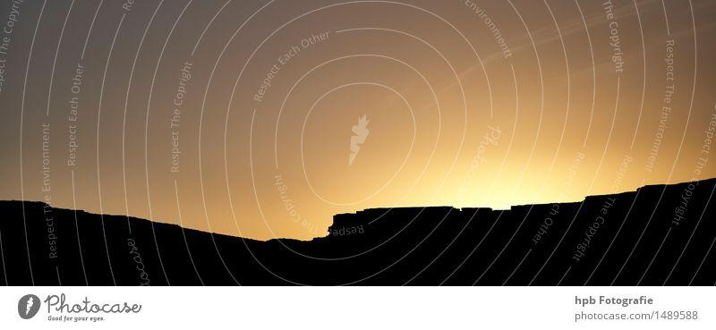 Sonnenuntergang in Marokko Himmel Ferien & Urlaub & Reisen Sommer Landschaft Einsamkeit Ferne schwarz gelb Traurigkeit Stein Stimmung Sand Tourismus Luft frei