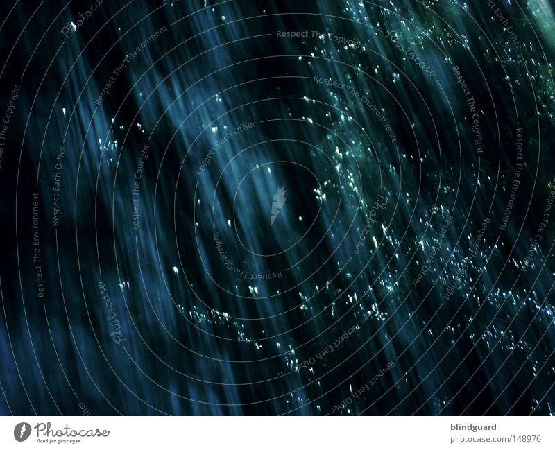 Sternenglanz sternenklar Sternschnuppe Wasser fließen Bewegung nass Fluss Geschwindigkeit glänzend Beleuchtung spritzen Meer feucht fallen Wasserfall dunkel