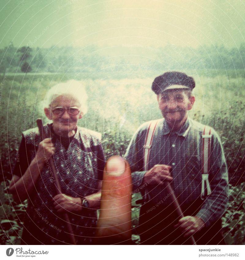 Ernte Freude Familie & Verwandtschaft Garten Feld Finger Arbeit & Erwerbstätigkeit Großmutter Gemüse Landwirtschaft Weide Großvater skurril Beruf Mensch