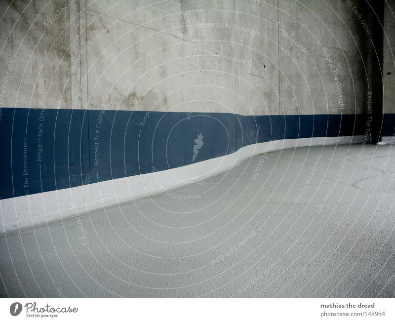 PARKDECK FÜNF Beton leer Streifen Halle Verlauf horizontal Betonwand Fluchtlinie Betonbauweise