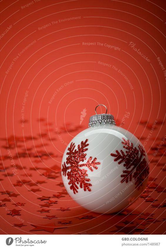 ... warte auf's Christkind Christbaumkugel Baumschmuck Nahaufnahme Dekoration & Verzierung Detailaufnahme Dezember Feiertag Glas hell minimalistisch Kugel