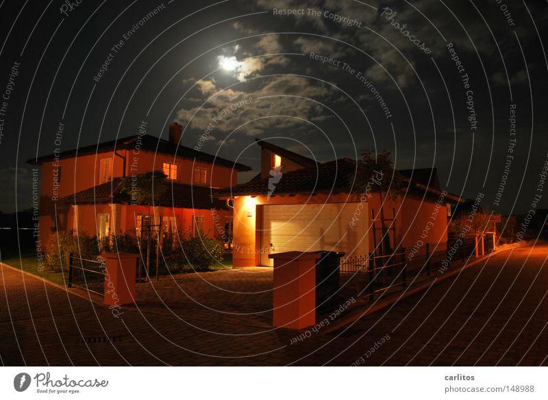 Dunkel war's, der Mond schien helle Nacht Vollmond Licht Schatten Haus Einfamilienhaus Entwurf Bauleiter Auftrag Handwerker Kredit Sicherheit Besitz Erbe