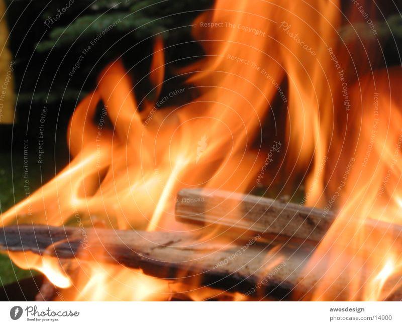 Lagerfeuer Physik brennen Holz Brand Feuerstelle Wärme Flamme