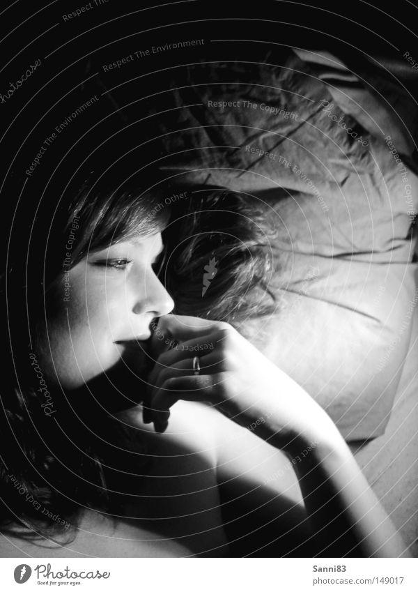 versunken Frau Freude Erholung dunkel Glück träumen Frieden Verliebtheit