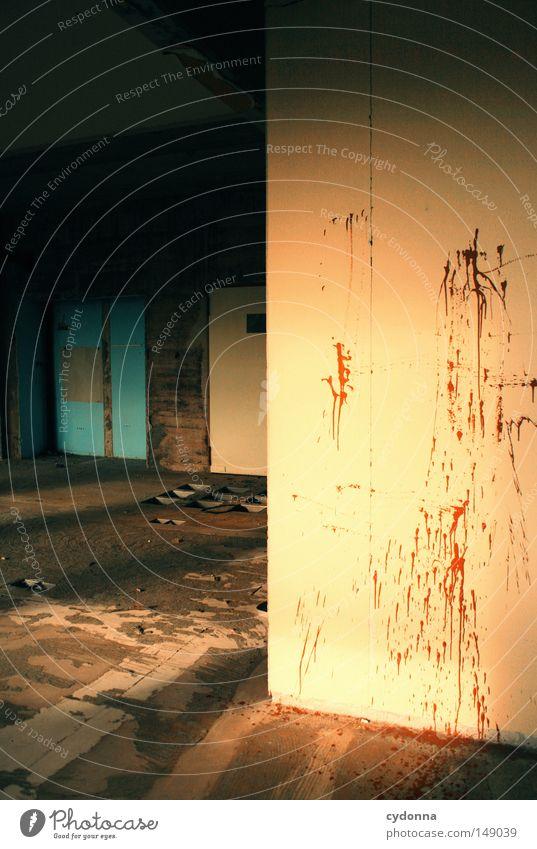 Krimisonntag geheimnisvoll Erzählung Hintergrundbild Erinnerung verfallen Leerstand Gebäude Eingang Vandalismus Zerstörung Wut Gefühle Betonwand Zugang Licht