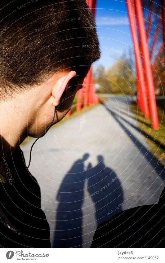 Sonniger Spaziergang Jugendliche schön Musik Wege & Pfade 2 Zusammensein Ohr Spaziergang Schönes Wetter Kopfhörer Tiefenschärfe Schattenspiel