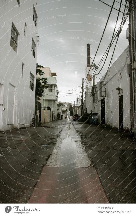 SUNSHINE STATE Wolken Einsamkeit Straße dunkel Regen Wetter Angst Fassade nass kaputt USA Asphalt verfallen Unwetter schäbig Gewitter