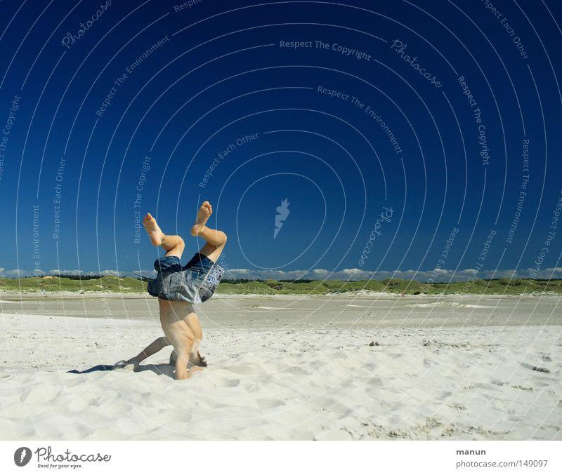Breakdance Kind Himmel Jugendliche blau grün Ferien & Urlaub & Reisen Sommer Meer Strand Freude Wolken Ferne Erholung Spielen Junge Bewegung