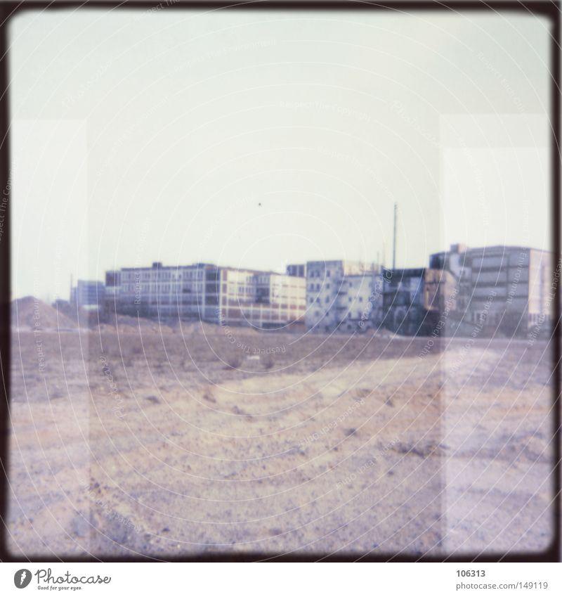 My Imaginary Hasselblad and I [Bremen Portland] Himmel blau Stadt Wolken Einsamkeit Ferne Traurigkeit Gebäude 2 Raum Feld Deutschland leer Industrie Platz trist