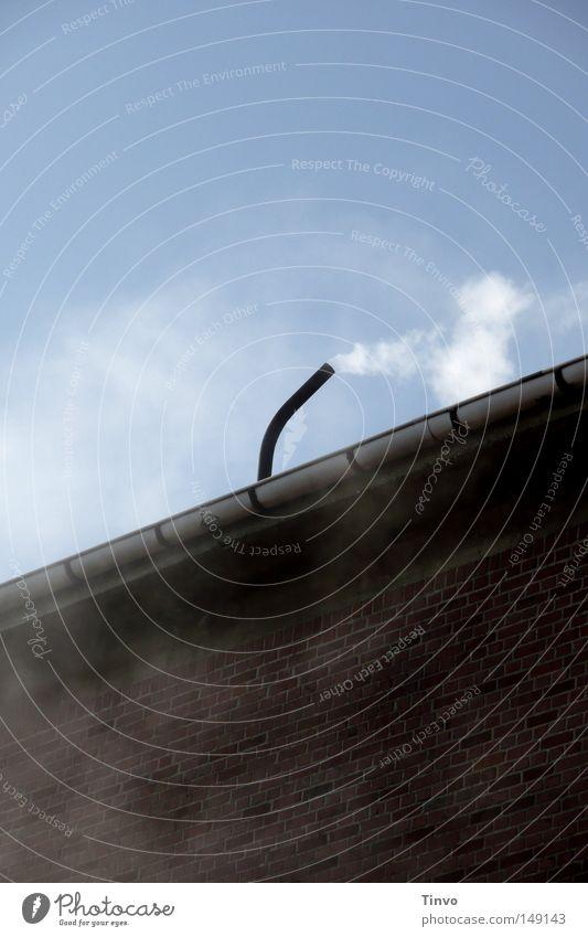 Pffft Himmel blau Wolken schwarz Wand oben grau Mauer Wind Nebel Dach Industrie Fabrik Backstein Rauch Röhren