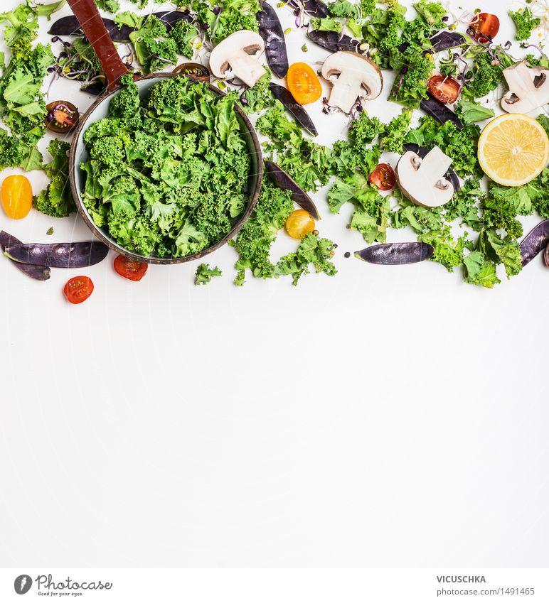 Grünkohl mit Zutaten fürs Kochen. Gesunde Lebensmittel. Gesunde Ernährung Leben Essen Foodfotografie Stil Hintergrundbild Lebensmittel Design Ernährung Tisch Kochen & Garen & Backen Küche Gemüse Bioprodukte Restaurant Abendessen