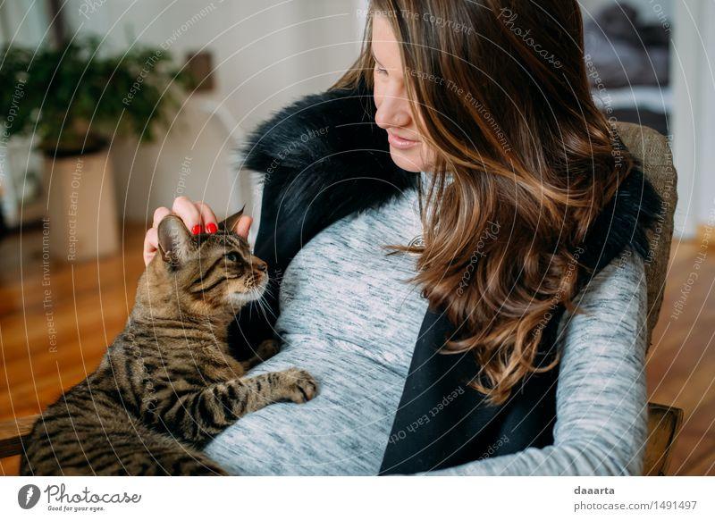 Katze und Baby Penner Lifestyle elegant Stil Design Freude Nagellack Leben harmonisch Freizeit & Hobby Spielen Abenteuer Freiheit Häusliches Leben Wohnung