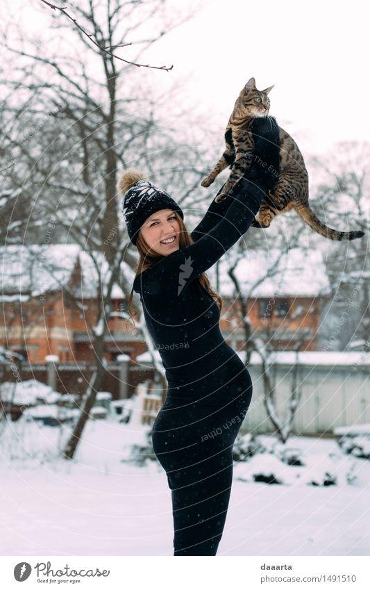 Katze Jugendliche schön Junge Frau Freude Winter Erwachsene Wärme Leben Schnee feminin außergewöhnlich Freiheit wild Freizeit & Hobby elegant