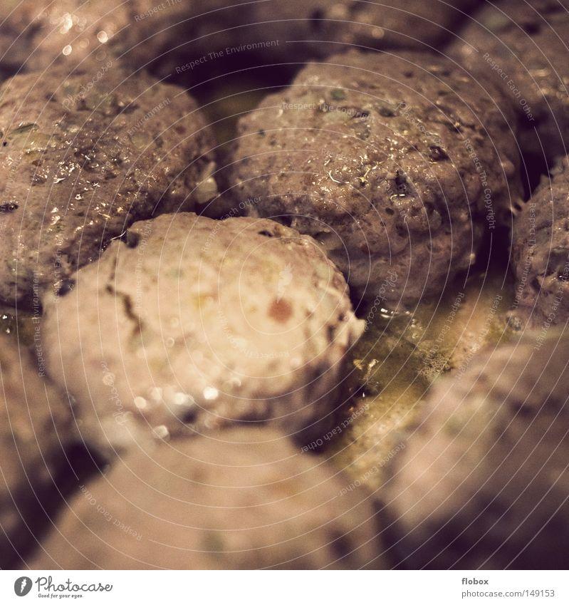 Leckerli Fleischklösse gebraten Lebensmittel Schweinefleisch Rindfleisch saftig lecker Fett Kalorie klöße kloß Hackfleisch boulette fleischpflanzerl