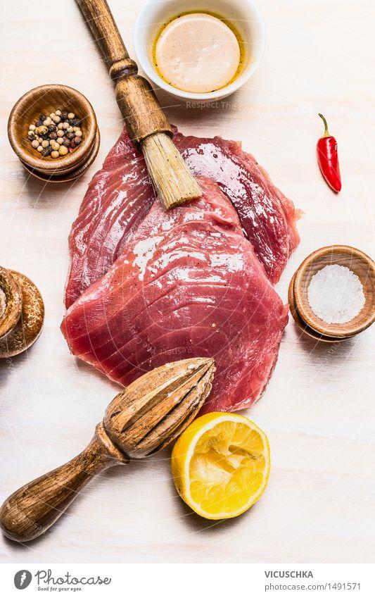 Thunfischsteak marinieren zum Kochen oder Grill Lebensmittel Fisch Kräuter & Gewürze Öl Ernährung Mittagessen Festessen Bioprodukte Diät Gesunde Ernährung Tisch