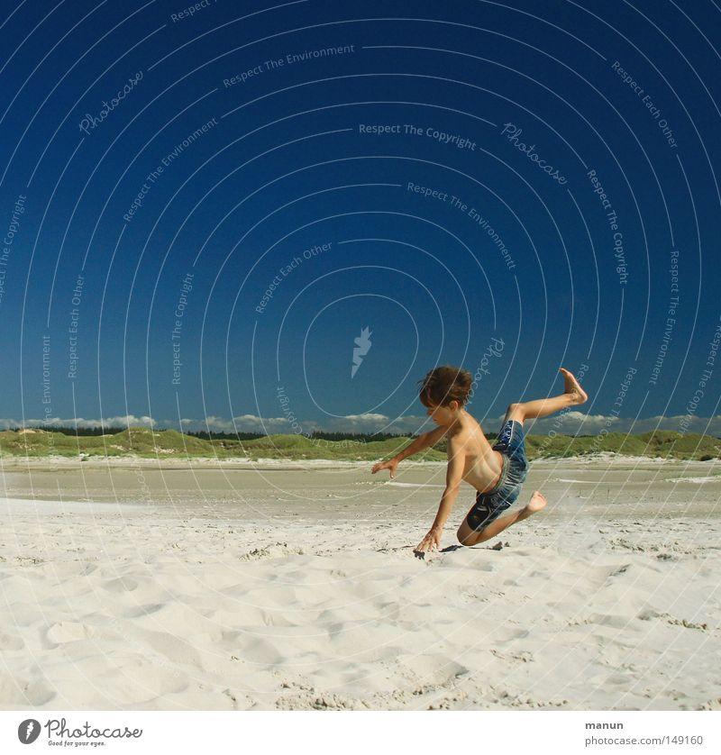 having fun II Mensch Kind Himmel Jugendliche blau grün Ferien & Urlaub & Reisen Meer Sommer Strand Freude Wolken Ferne Erholung Spielen Junge