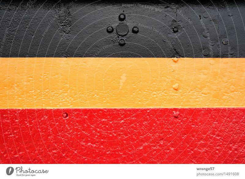 Eisenhaut Binnenschifffahrt Dampfschiff Wasserfahrzeug alt maritim gelb gold rot schwarz Schiffsrumpf Bordwand Stahl Stahlkonstruktion Niete Anstrich Farbe