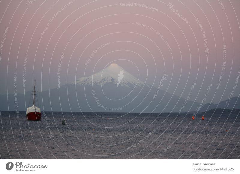 Vulkan Osorno mit Boot Umwelt Natur Landschaft Wasser Schnee Berge u. Gebirge Gipfel Schneebedeckte Gipfel See Chile Südamerika Schifffahrt Binnenschifffahrt