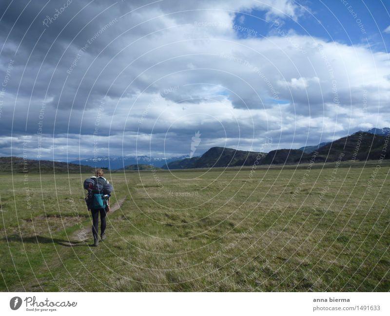 wandering around in Patagonia Mensch Natur Ferien & Urlaub & Reisen Landschaft Einsamkeit ruhig Ferne Berge u. Gebirge Wege & Pfade Bewegung Gras Sport Freiheit