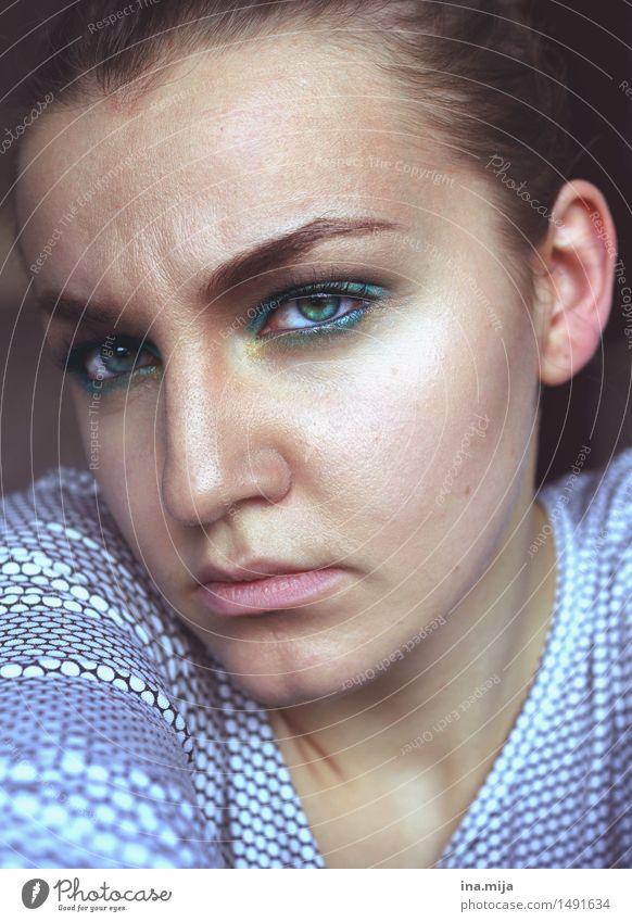 Sorgen Mensch feminin Gesicht Auge 1 18-30 Jahre Jugendliche Erwachsene 30-45 Jahre Müdigkeit Unlust Sehnsucht Enttäuschung Einsamkeit Scham Reue Hemmung
