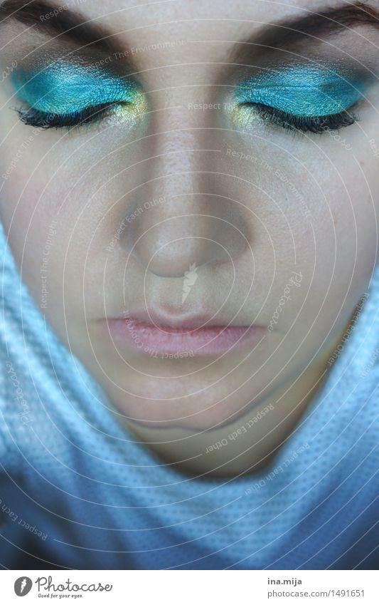 verträumt Mensch Frau Jugendliche blau schön Junge Frau Erholung 18-30 Jahre Gesicht Erwachsene Auge Leben feminin Lifestyle träumen glänzend