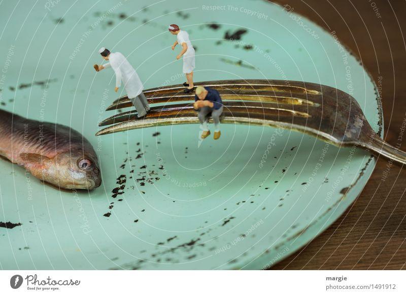 Miniwelten - Fischgericht Meeresfrüchte Ernährung Teller Gabel Angeln Beruf Koch Küche Dienstleistungsgewerbe Mensch maskulin feminin Frau Erwachsene Mann 3