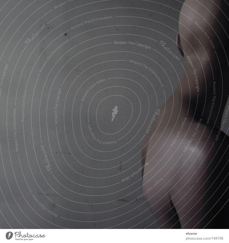 ::SKINHEAD:: Frau Mensch Mann nackt grau Angst Haut Rücken verwundbar