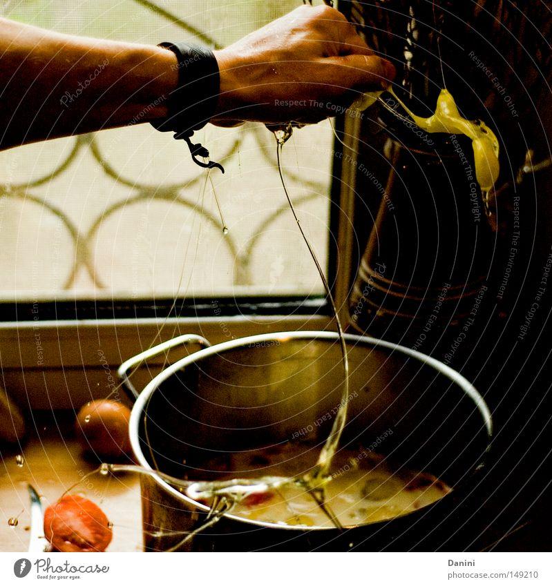 auch kochen & garen Hand Topf Küche Ernährung Kraft Geplätscher Ei