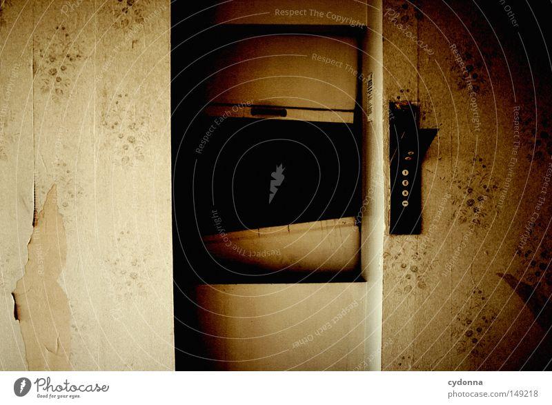 Außer Betrieb alt Einsamkeit dunkel Wand Gefühle Gebäude Raum Tür Hintergrundbild Aktion Technik & Technologie Güterverkehr & Logistik kaputt Spuren Vergänglichkeit Wut