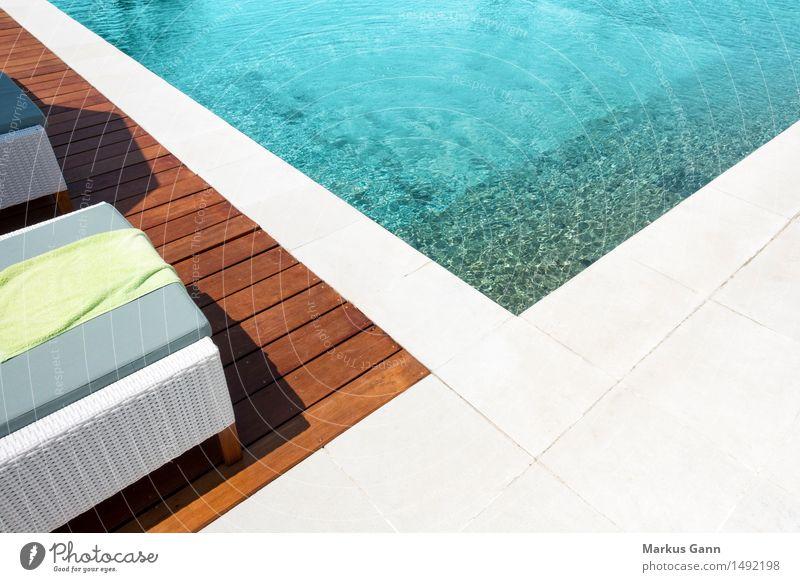 Am Pool Ferien & Urlaub & Reisen Farbe Sommer Wasser Erholung ruhig Leben Stil Design frisch Wellness Schwimmbad Resort